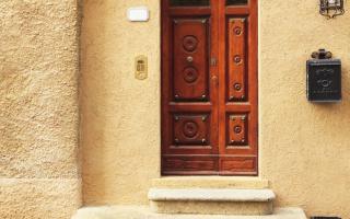 Декоративная штукатурка для фасада: технология нанесения, разновидности фактур