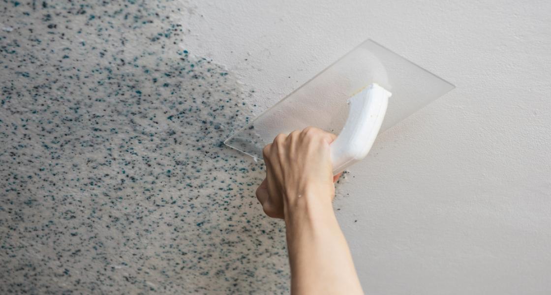 Ненесение на потолок жидких обоев
