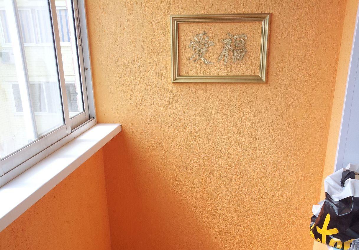 декоративная штукатурка Короед на балконе